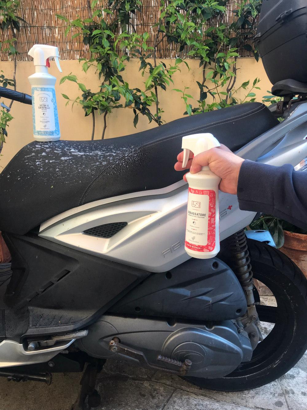 come lavare la moto